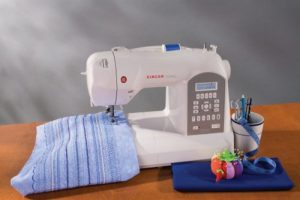 Singer Curvy 8770 Might Just be the Easiest Sewing Machine Ever